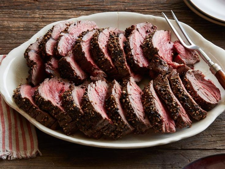 """9 """"Keto"""" approved recipes by The Pioneer Woman! Peppercorn Roasted Beef Tenderlo…   – Keto Low Carb Recipes"""