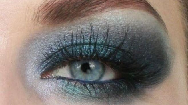 Işıltılı Mavi Dumanlı Göz Makyajı Uygulaması - Gece için uygulayabileceğiniz ışıltılı mavi dumanlı göz makyajı tekniği (Smokey Blue Eye Makeup Video)