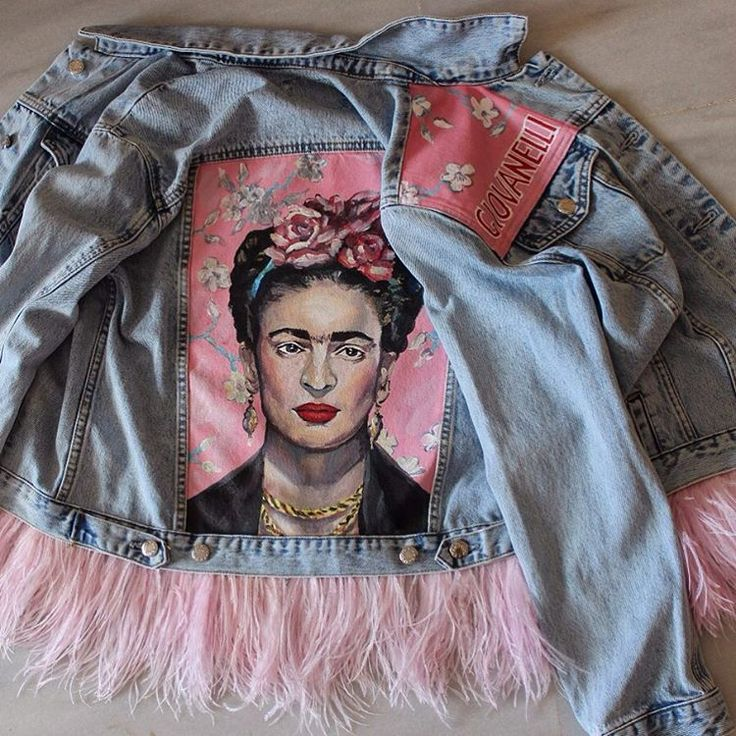 """Denim jacket """"Frida"""" of gently blue color. 100% COTTON. Hand painted, decorated with detachable ostrich feathers of pink colour.Woven label in organic cotton.NOT VINTAGE JACKET!"""