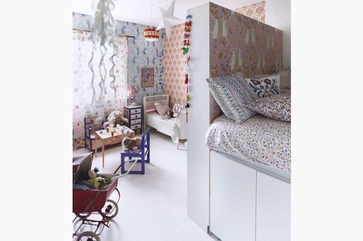 17 best images about kinderkamer on pinterest child room roof window and led night light - Kleine kinderkamer ...