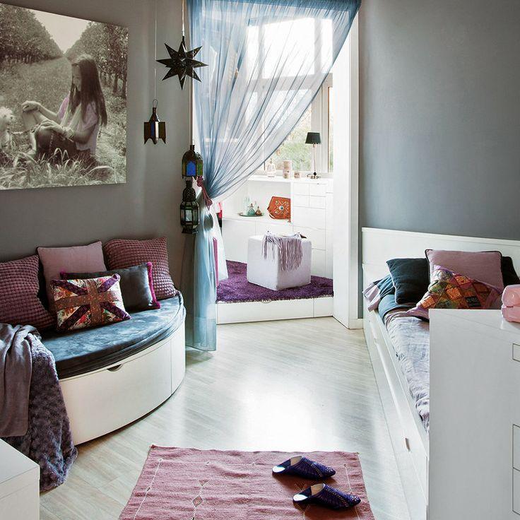 Un dormitorio chic para una niña. Un sueño salido de Las mil y una noches... con vestidor, tocador, zona de estudio y un rincón de descanso con un sofá de media luna...