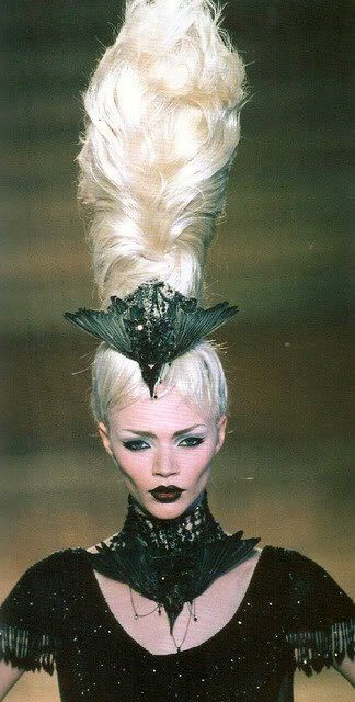 Love the blackbird in her hair!!  Marie Antoinette goes goth!