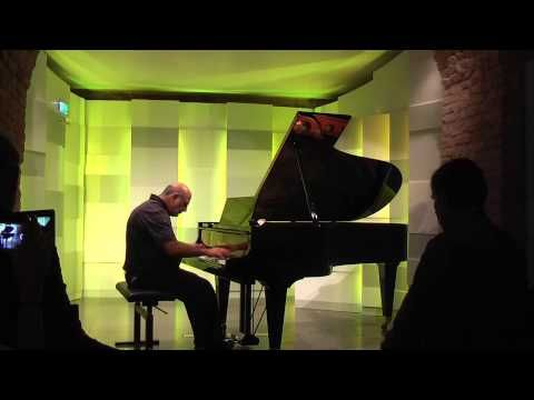 """Tony Cicoria is performing his """"Lightning-Sonata"""" at Mozart House in Vienna - YouTube"""