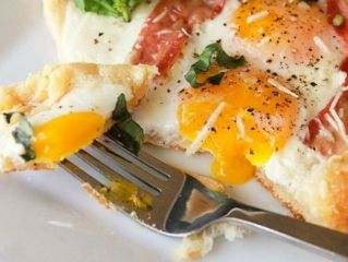 Mic dejun perfect - cu oua, bacon si parmezan