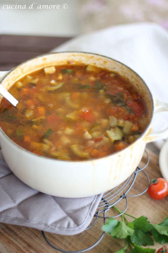 Minestrone, die wahrscheinlich bekannteste italienischeSuppe der Welt. | cucina d´amore