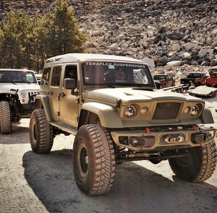 Jeep Wrangler with gladiator front  and expedition hard top