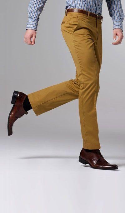 Los pantalones mostaza de Indochino son perfectos para la primavera. Descubre ofertas en la marca en MasCupon.  #Indochino #moda #hombre #pantalón #mostaza