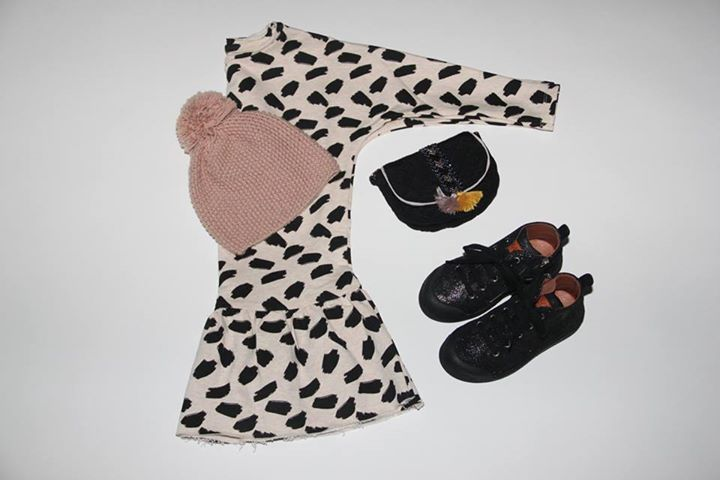 Dress Autum AOP Ice break http://misslemonade.pl/pl/dziewczynki-2-12/585-sukienka-autum-aop-ice-break-kremowa.html Hat Annabelle Pink http://misslemonade.pl/pl/akcesoria/816-louis-louise-hat-czapka-annabelle-pink-rozowa.html Poppy Black bag http://misslemonade.pl/pl/akcesoria/654-louise-misha-torebka-poppy-black.html Tennis Mid Lace Galaxy http://misslemonade.pl/pl/buty/764-10-is-buty-tennis-mid-lace-galaxy-czarne.html