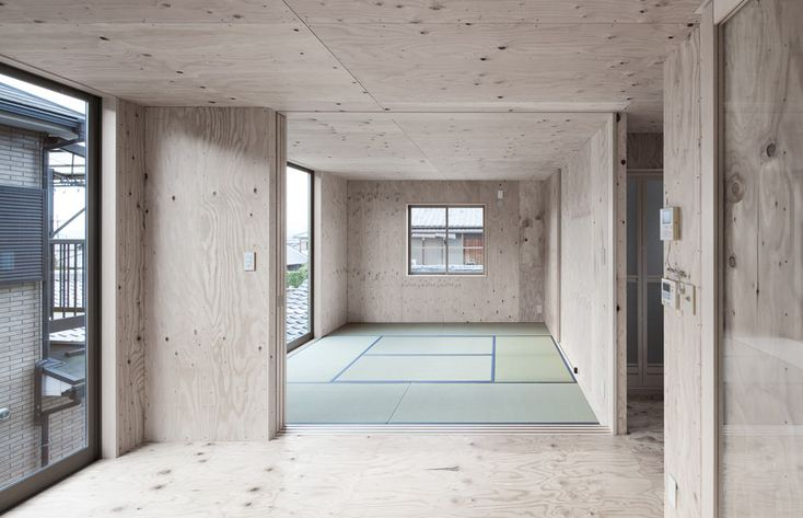 Modern japanese danchi house plywood interior 2 plywood for Casa minimalista de 40 metros cuadrados