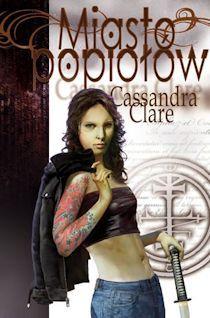"""""""Miasto popiołów"""", jest to drugi tom serii """"Miasto kości. Dary Anioła"""". Tak jak pierwsza część, kontynuacja stała się bestsellerem literatury młodzieżowej już chwilę po wydaniu"""