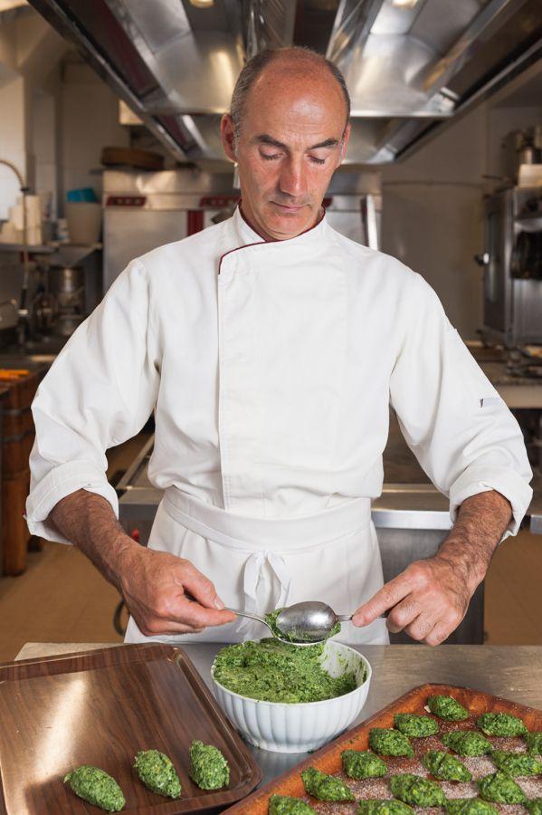 Il nostro chef all'opera, con gli gnocchi alla ricotta e spinaci.  #cucina #chef #trentino #blumenhotelbelsoggiorno
