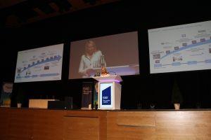 Während des Meetings wechselten sich auf der Bühne viele interessante Sprecher | E&S Investments