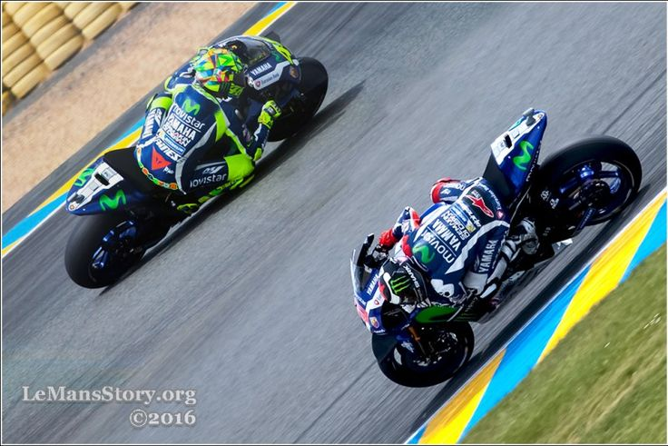 Valentino Rossi vs Lorenzo at Moto GP 2016 on Le Mans France Race Track