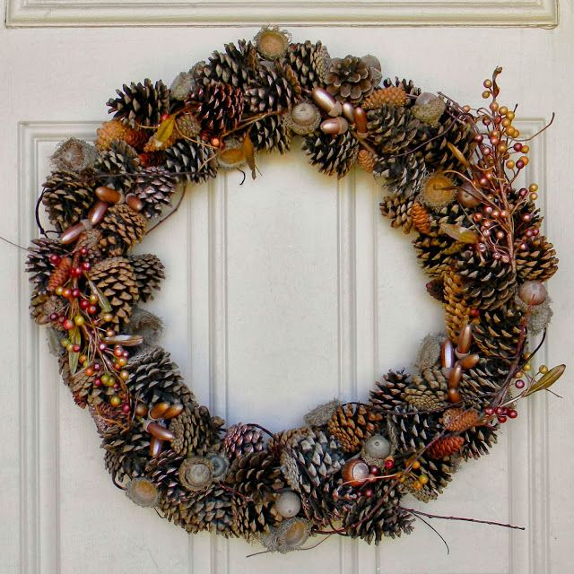 DIY Gathered Pinecone and Metallic Acorn Wreath // Bright Apple Blossom // free crafts, cheap crafts, easy crafts, home decor, autumn wreath