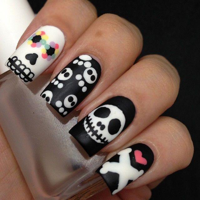 Diseño de uñas para halloween con calaveras                                                                                                                                                                                 Más