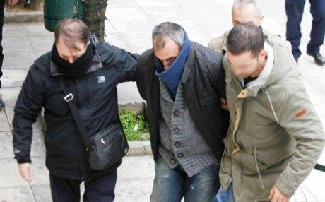 Θώμη Κουμπούρα: Ματζούνια και επιθέσεις υπέρ Αρτέμη Σώρρα από τον 39χρονο
