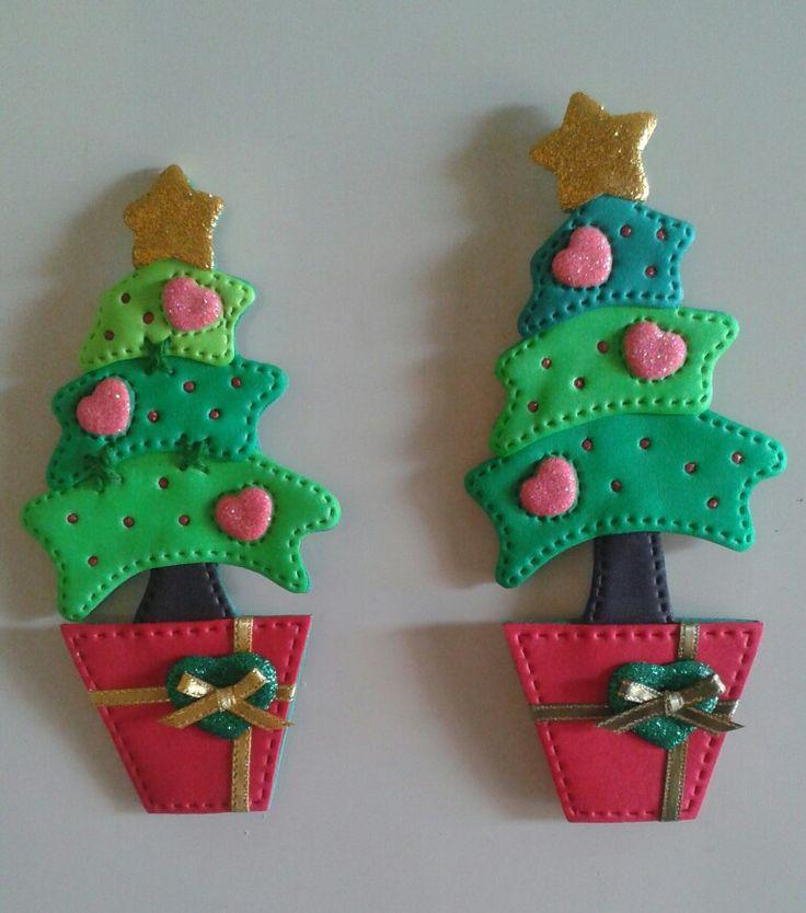 Árbol de navidad_Imánes para decorar la nevera, elaborados con foamy.