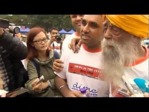 Mini Documentary on Fauja Singh - 101 Year old runs last Marathon (10km) in
