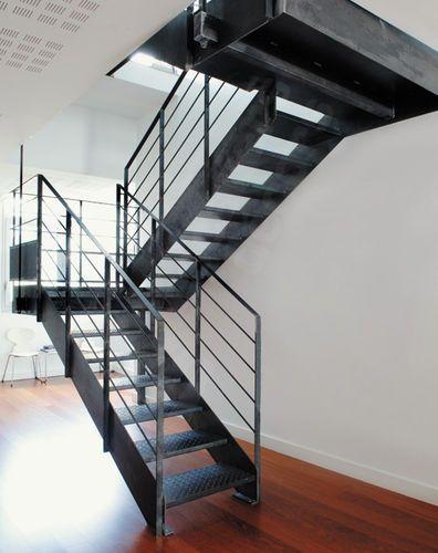 scalier demi-tournant / marche en métal / à limon latéral / sans contremarche => j'aime po trop