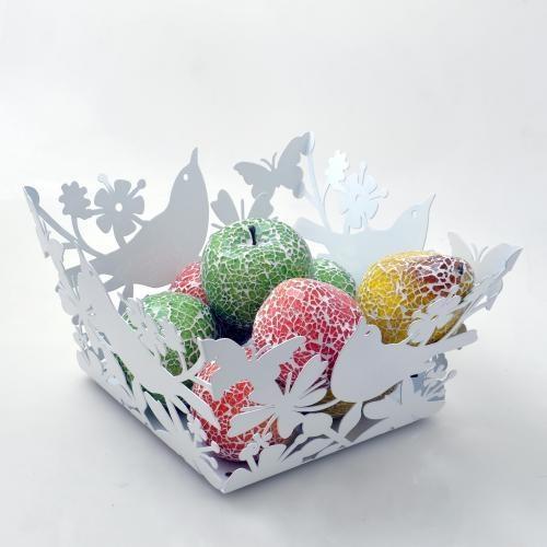 Meyve ve sebzeler için dekoratif şık bir sepet.  Kuş yuvası gibi tasarlanmış bu sepet mutfaklara farklı bir hava katıcak.  27*29cm ebatında  Metal, beyaz renk    http://www.cazipreyon.com/urun/carla-mara-dekoratif-metal-sepet---kus-tasarimli_3496.aspx?CatId=248