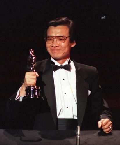 OSCAR 2013 - Haing S. Ngor nació en Camboya y era médico de profesión. En 1980 se mudó a Estados Unidos como refugiado y a pesar de no tener ninguna experiencia actoral fue elegido para interpretar al fotógrafo Dith Pran en 'Los gritos del silencio', película por la que obtuvo una estatuilla a Mejor Actor de Reparto en 1985.