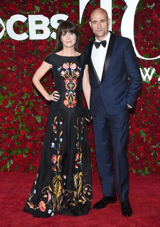 . Liza Marshall, left, Mark Strong arrive at the Tony Awards at the Beacon Theatre on Sunday, June 12, 2016, in New York. (Photo by Charles Sykes/Invision/AP)