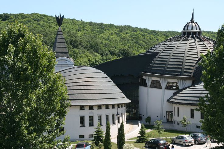 Pázmány Péter Katolikus Egyetem, Piliscsapa, Hungary - A Stephaneum épülete Szent Istvánról kapta a nevét. Makovecz Imre sajátos alkotása a Campus központi területének különleges hangulatot kölcsönöz.