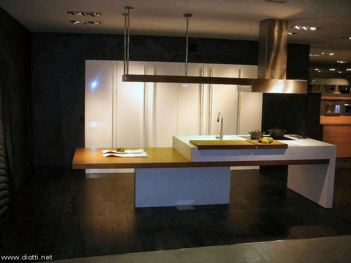Kube-cucina-Snaidero-isola-bancone-armadio-dispensa-laccato-lucido-big ...