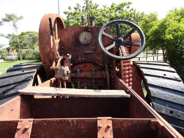 Tratores Antigos: História: O trator mais antigo do Brasil