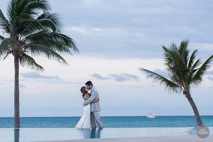 #thatmomentphoto #destinationwedding #lizmooreweddings #lizmooredestinationweddings #weddingphotography #weddingpictures #beachwedding #mahekalbeachresort