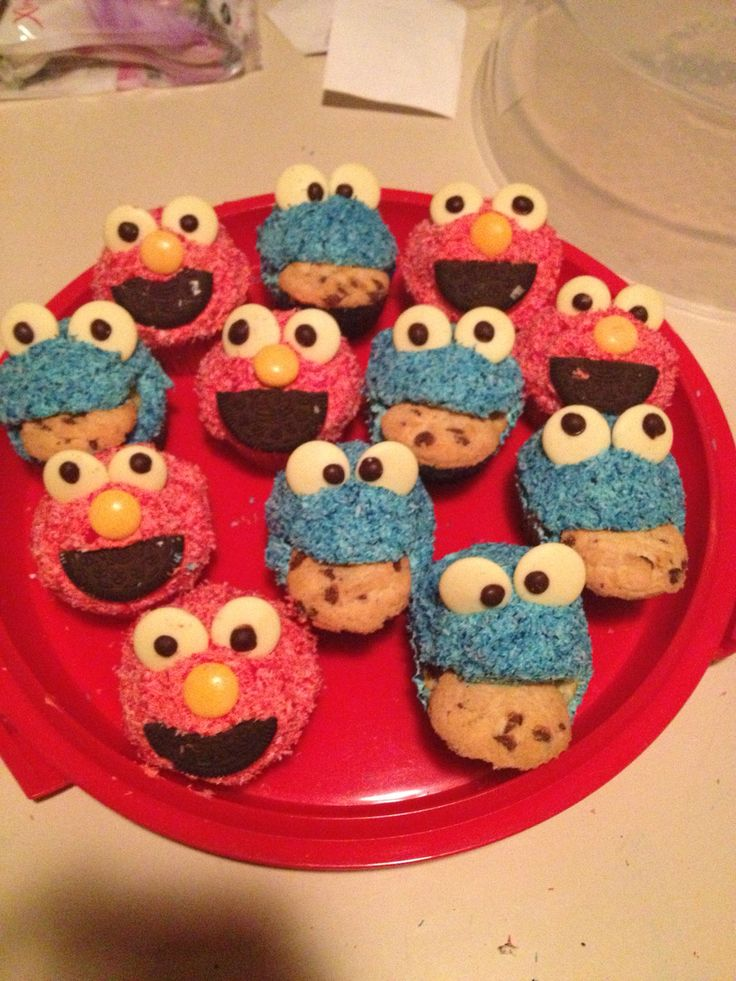 Cookie Monster and Elmo cupcakes... So easy and oh so cute!