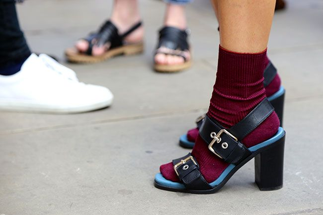 How to: Sandals and sneakers with socks and skirts