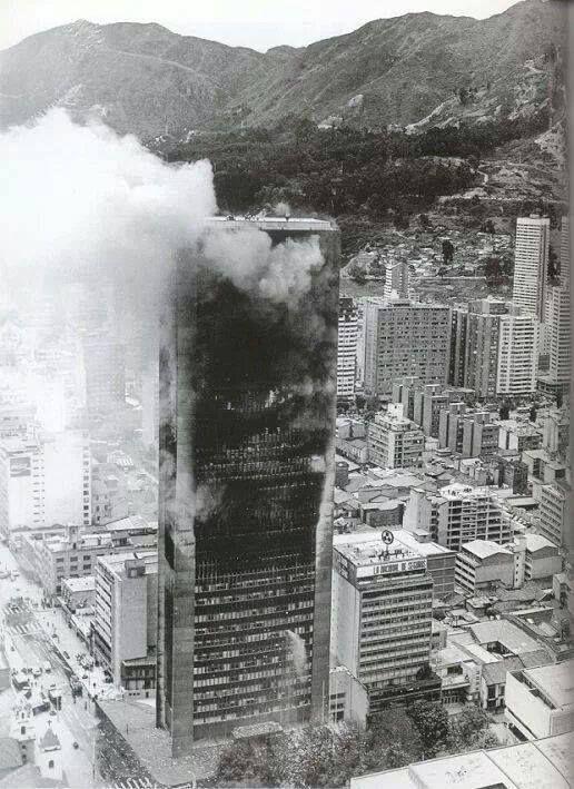 Santafé de Bogotá - Incendio en el Edificio Avianca el 23 de Julio de 1973. Foto compartida por Jose Daniel Ramirez.