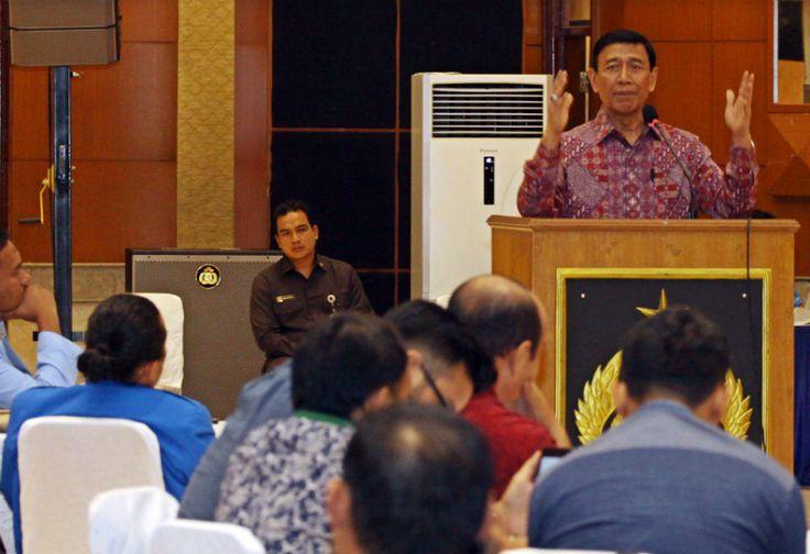 Wiranto Harap RUU Anti-terorisme Rampung Minggu Depan