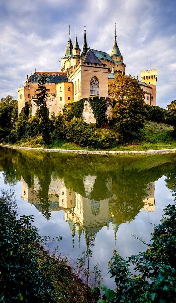8 FAIRYTALE CASTLES IN EUROPE