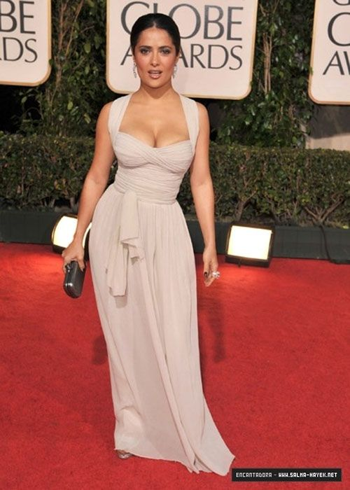 Salma knows how to rock her hourglass figure. | The ...