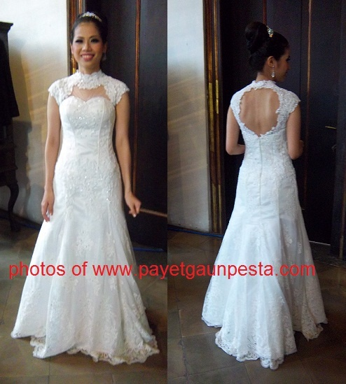 The Shanghai Cheongsam Neck Style in brocade wedding dress