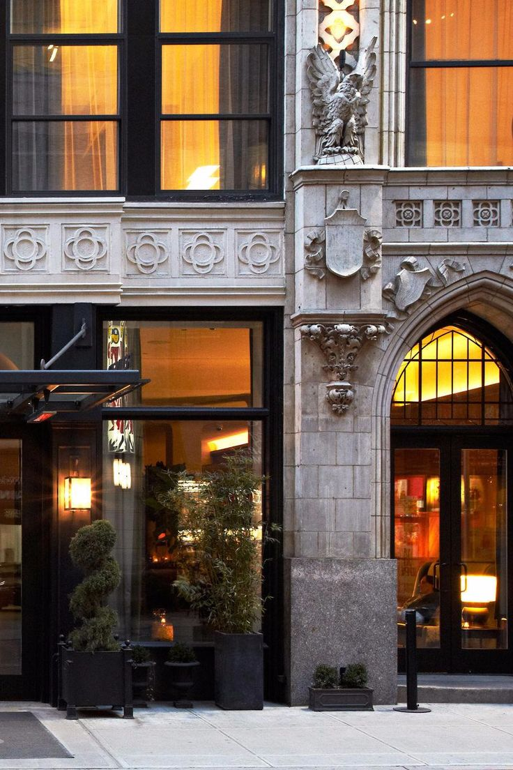 On 38th St and 6th Ave, Refinery Hotel is housed in a neo-Gothic building dating to 1912. Refinery Hotel (NYC) - Jetsetter