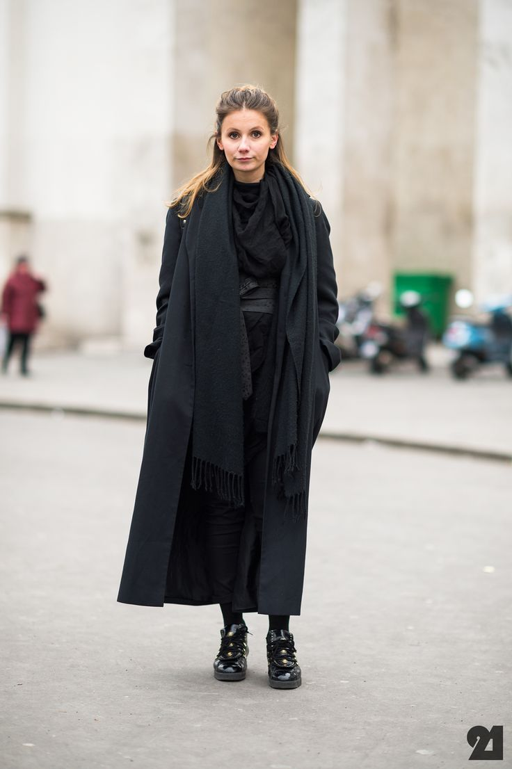 Street style all black pfw fashionismos pinterest Fashion solitaire winter style