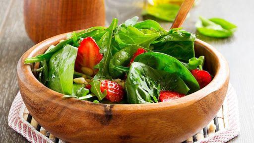 The 10-Day Tummy Tox Spinach Strawberry Salad Recipe | Yummly