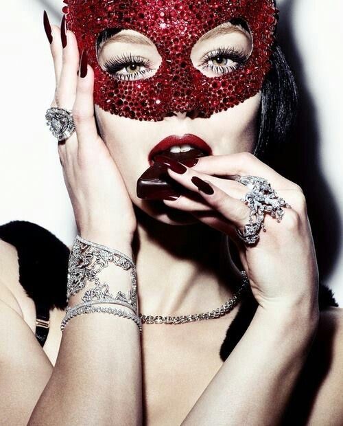 RED CRYSTAL!!!! mllekisskiss.tumblr.com #crystal #mask