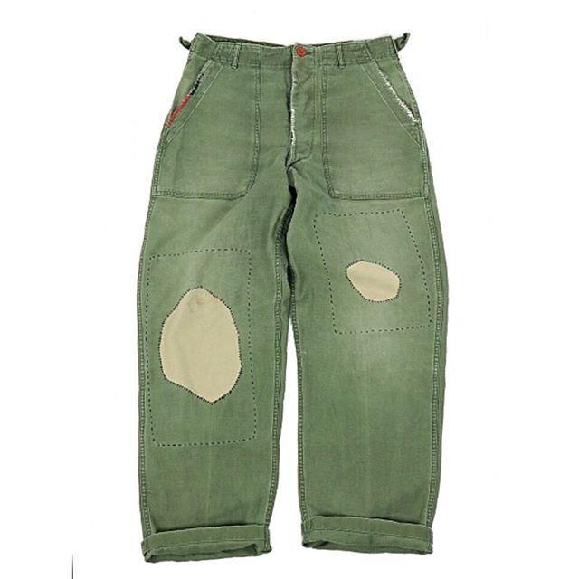 ビンテージ×リメイク ミリタリーパンツ  女性が履くと、太めのゆったりで履けますがわ男性向けのサイズ感かと思います! ある人曰く、ゴルフ場っぽい⛳️パンツです笑 #remade #ミリタリーパンツ #リメイク#パッチワーク#刺し子