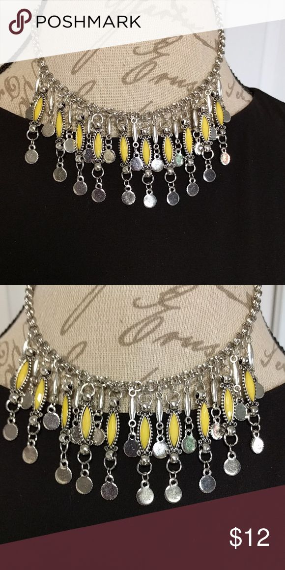 Gorgeous yellow statement necklace Gorgeous yellow statement necklace Jewelry Necklaces