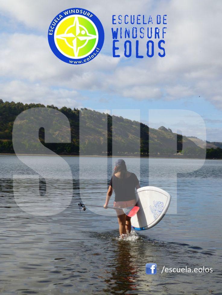 """El Stand Up Paddle (SUP) es el deporte que está dando que hablar!  Es una antigüa forma de desplazamiento. Tiene sus orígenes en distintas culturas; las góndolas en el Mediterráneo, los """"punts"""" en Inglaterra, las rudimentarias canoas o los caballitos de totora en India o Perú.   TEAM EOLOS - www.eolos.cl - www.loscisnes.cl"""