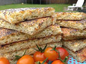 Low Carb ostefladbrød uden mel og sukker, der også kan forvandles til foccasiabrød. Godt til frokost, madpakken Eller den lille sult. Se opskriften på CDJetteDCs LCHF