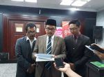 PERSIS resmi sampaikan uji materil Perppu No.2/2017 ke MK  JAKARTA (Arrahmah.com)  Pimpinan Pusat Persatuan Islam (PP.PERSIS) resmi menyampaikan Permohonan Uji Formil dan Materi Perppu Nomor 2 Tahun 2017 Tentang Perubahan Atas UU No.17 Tahun 2013 Tentang Organiasi Kemasyarakatan terhadap UUD RI 1945 ke Mahkamah Konstitusi Rabu (26/7/2017).  Permohonan Judicial Review Perppu No. 2 Tahun 2017 yang dilakukan oleh PERSIS sebagai salah satu hak perlawanan hukum yang dijamin oleh Pasal 51 (1)…