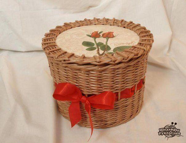 Плетем корзинку из газетных трубочек. (10 фото)