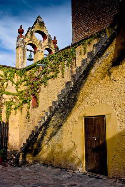 Hacienda El Carmen. Se encuentra cerca de Guadalajara en un lugar maravilloso listo para descansar, meditar, leer o pasarla con la familia. Las noches estrelladas son hermosas