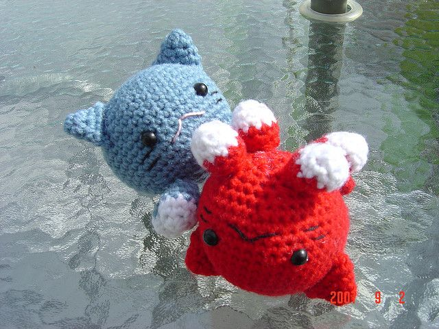 Roly Poly Cats by Nina Shimizu and more free crochet patterns for cat lovers! #crochet