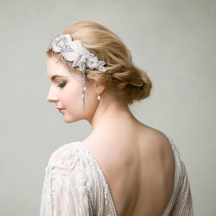 Kimberley is a dramatic headband with a roaring 20s glamour Great Gatsby style.